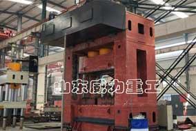 3000吨斗齿锻造压力机成型