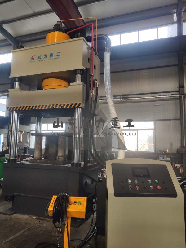 500吨四柱液压机图片