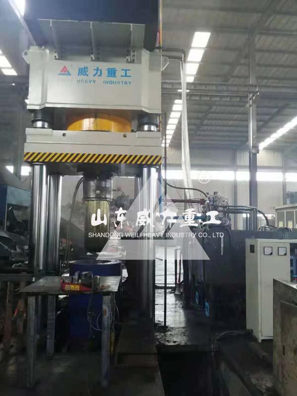 1500吨石墨坩埚压制液压机